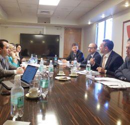 Carlos Mora, a la derecha, expuso junto al resto de los directivos de la Defensoría ante los representantes de la CIDH.